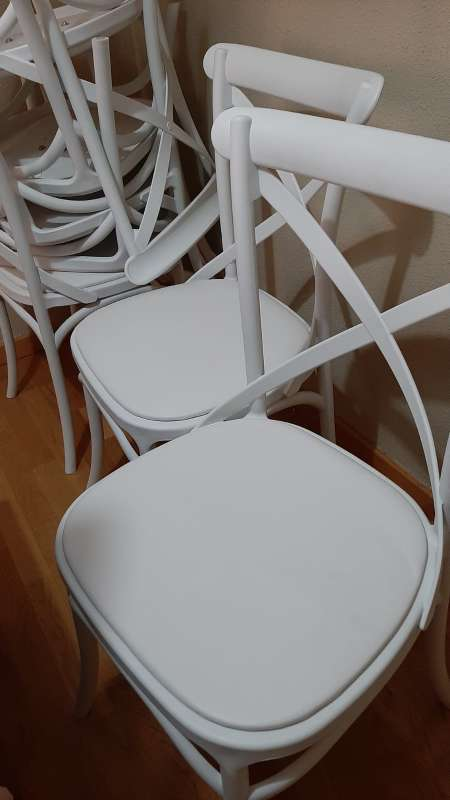 Imagen sillas blancas 12 unidades