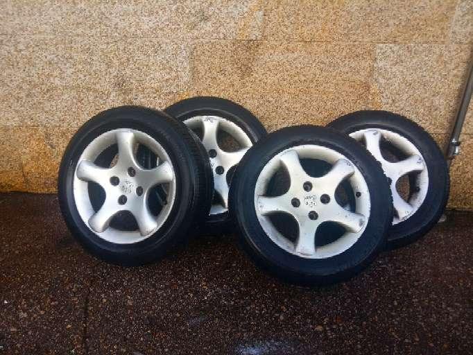 Imagen neumáticos tal y como se ve en la foto..