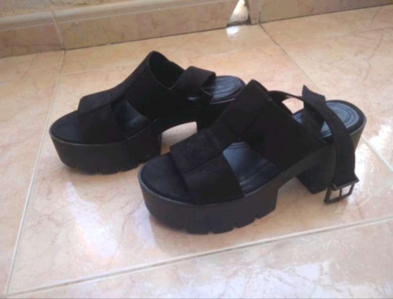 Imagen producto Los Zapatos Negros 2