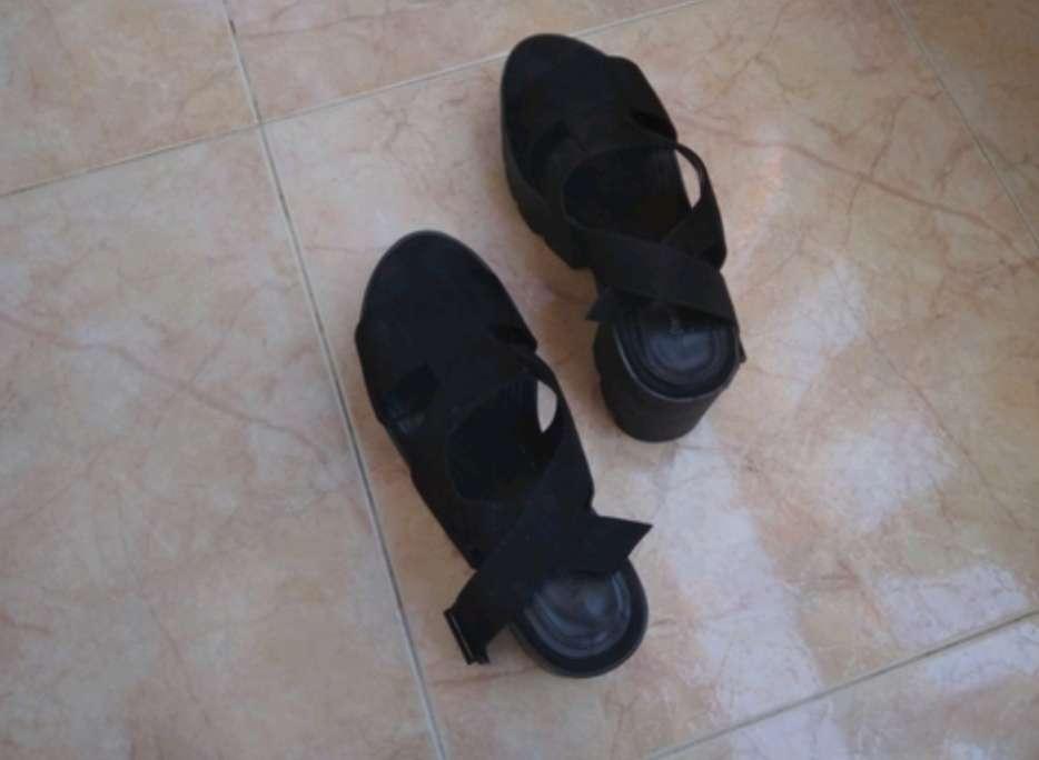 Imagen Los Zapatos Negros