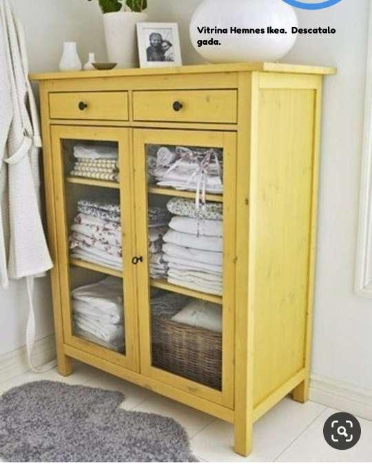 Imagen Vitrina Hemnes, Ikea, descatalogada.