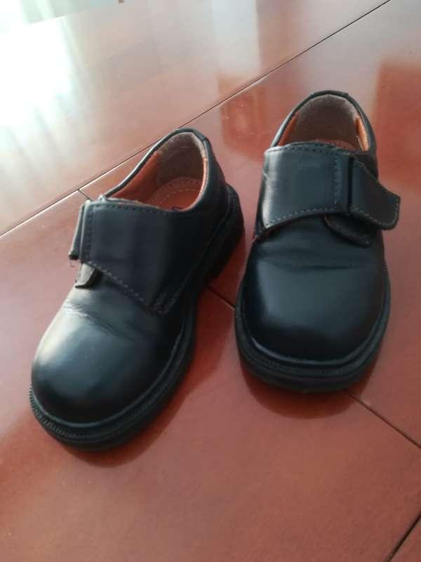 Imagen zapatos niño negros