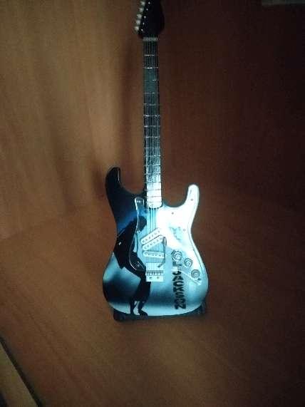 Imagen guitarra miniatura