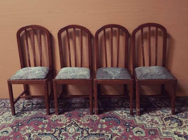 Imagen producto Mesa y cuatro sillas color nogal 6