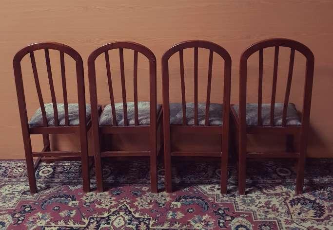 Imagen producto Mesa y cuatro sillas color nogal 5