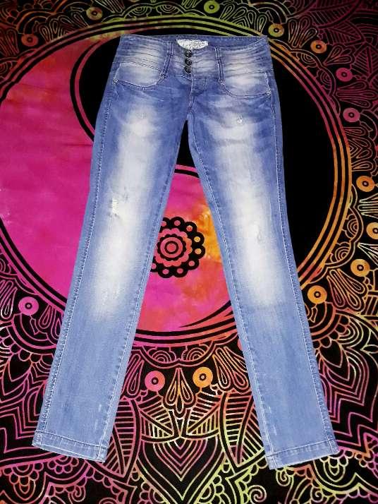Imagen producto Jeans Bershka, talla 36. 2