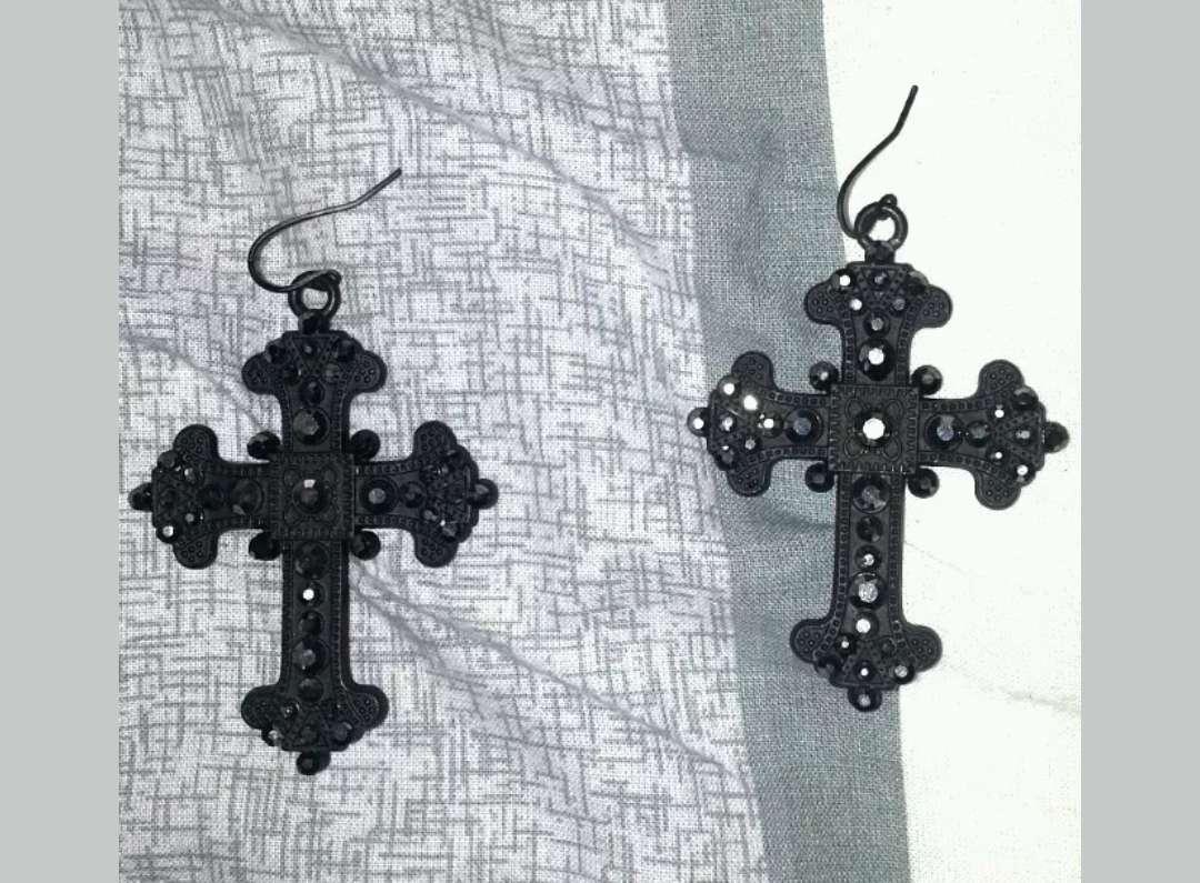Imagen Pendientes negros de cruz
