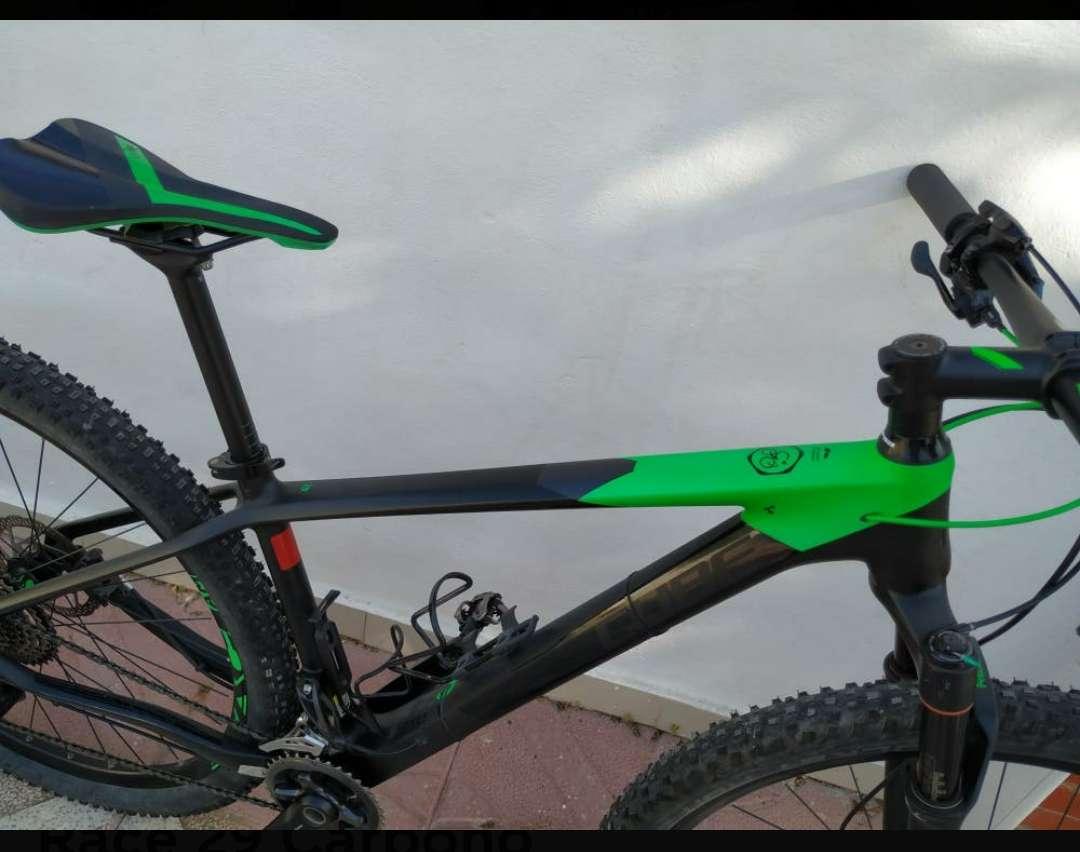 Imagen producto BICICLETA Montaña carbono CUBE 4