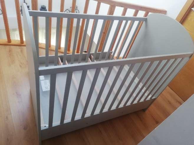Imagen producto Cuna gris con cajones 2