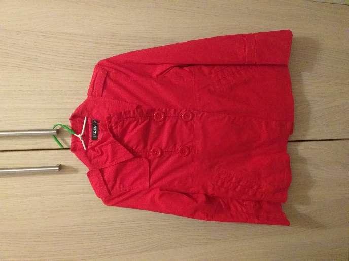 Imagen chaqueta roja