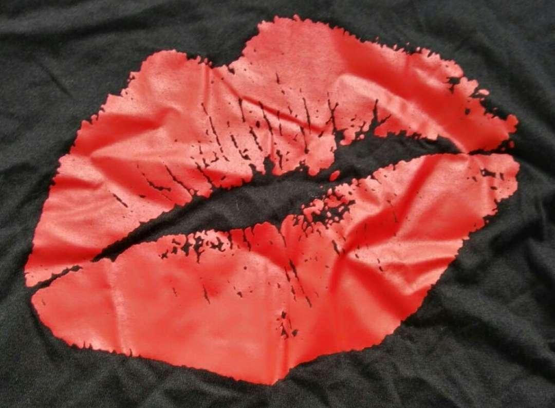 Imagen producto Camiseta manga larga labios L nueva 2