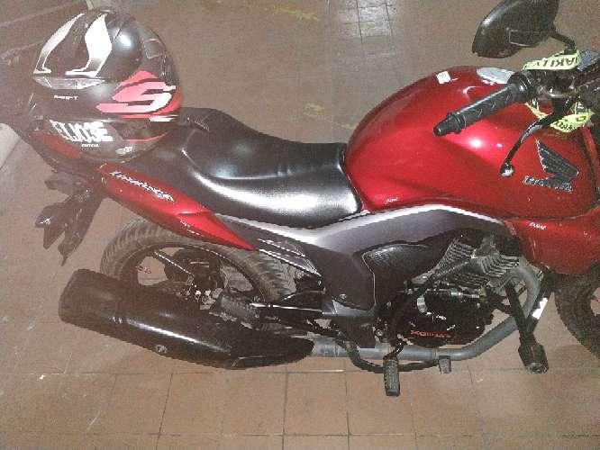 Imagen producto Vendo moto honda invicta  2