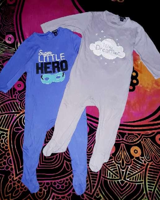 Imagen producto Dos pijamas, 12m.  1