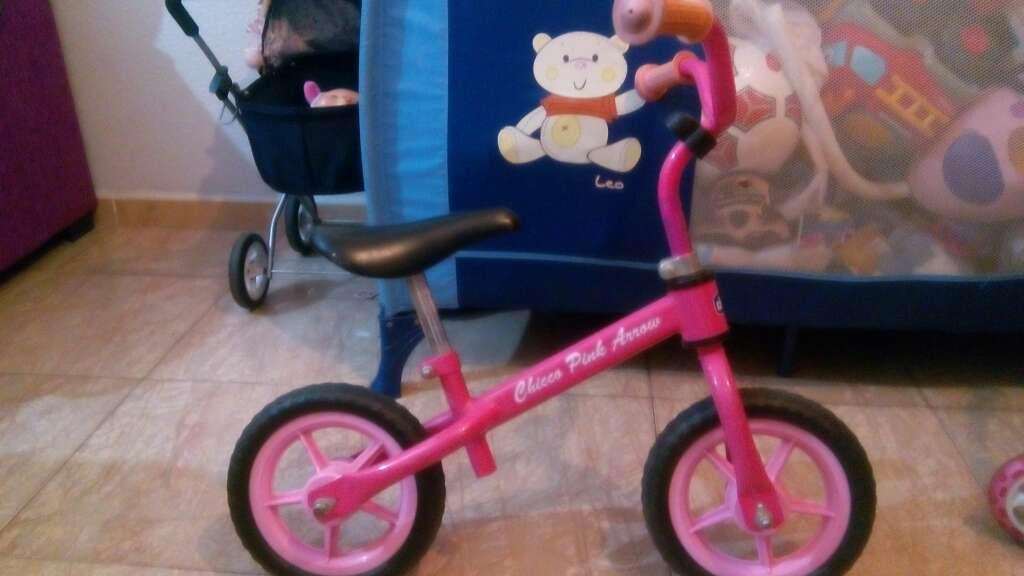 Imagen bicicleta sin pedales para niña
