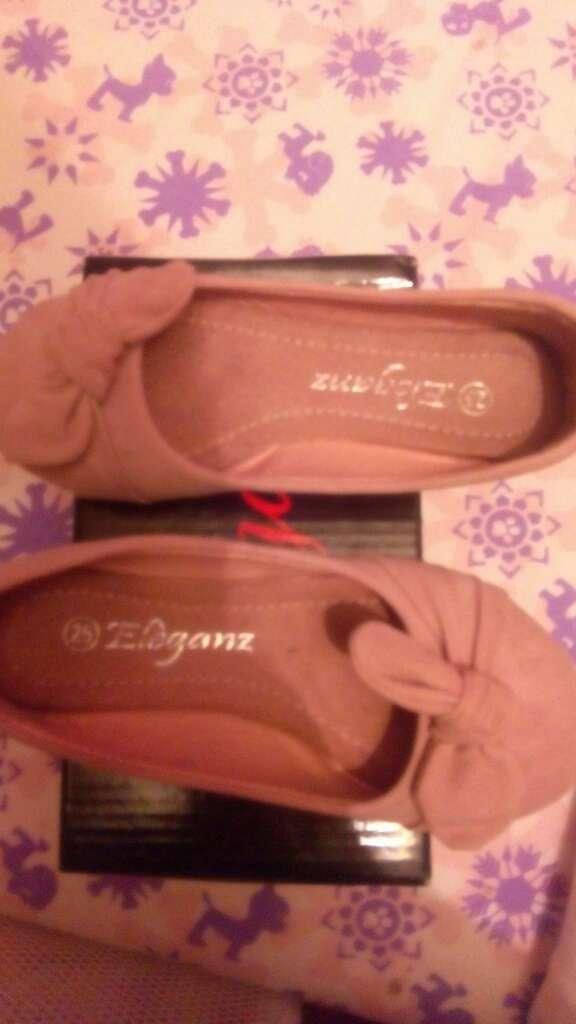 Imagen zapatos de niña