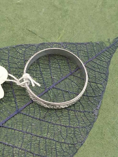 Imagen producto Anillo blanco G envío gratis. 5