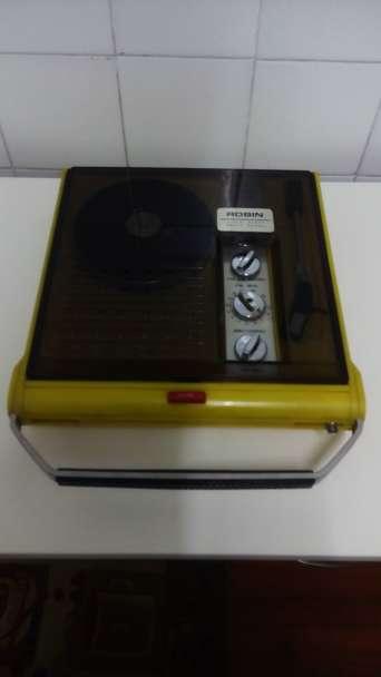 Imagen producto Tocadiscos portatil con radio vintage 2