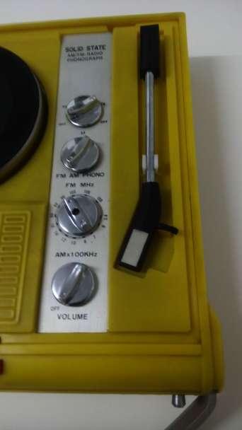 Imagen producto Tocadiscos portatil con radio vintage 3