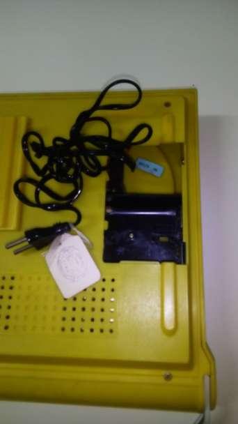 Imagen producto Tocadiscos portatil con radio vintage 4