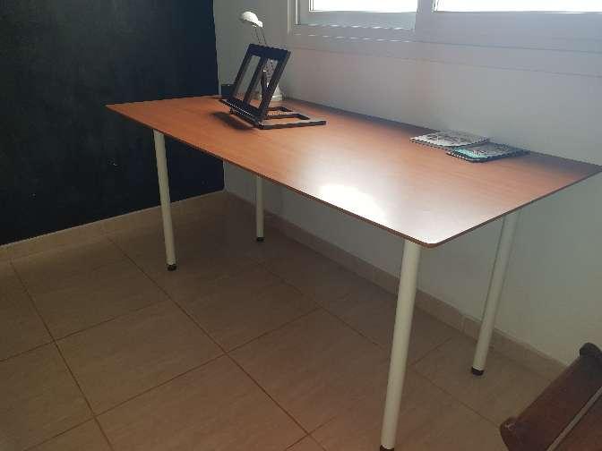 Imagen mesa grande escritorio