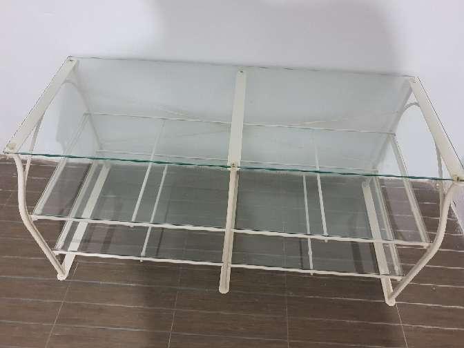 Imagen mesa estantería cristal