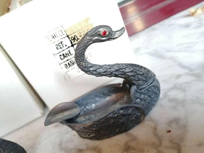 Imagen producto Antiguos ceniceros en forma de cisne  3
