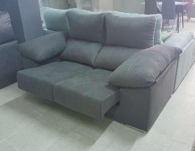 Imagen producto Sofa 2 plazas con pouff antimanchas marengo 4