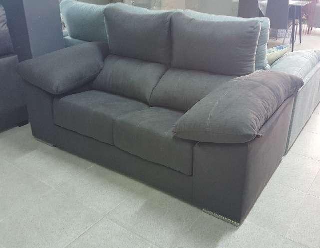Imagen producto Sofa 2 plazas con pouff antimanchas marengo 3