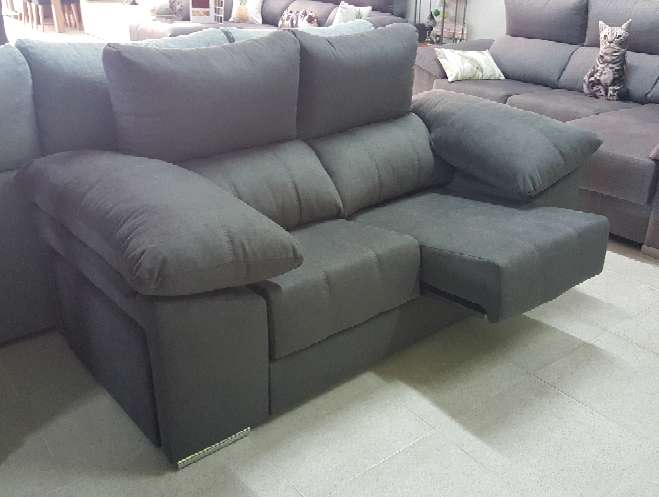 Imagen producto Sofa 2 plazas con pouff antimanchas marengo 1