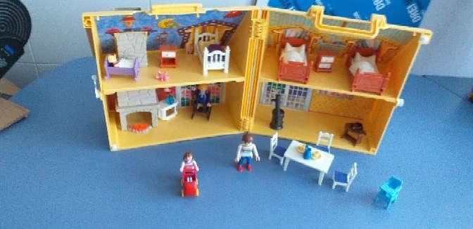Imagen casa de playmobil con sus accesorios