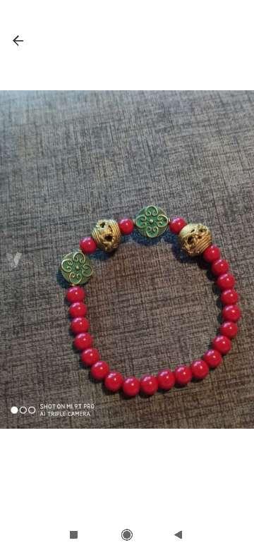 Imagen pulsera hecha a mano sin usar