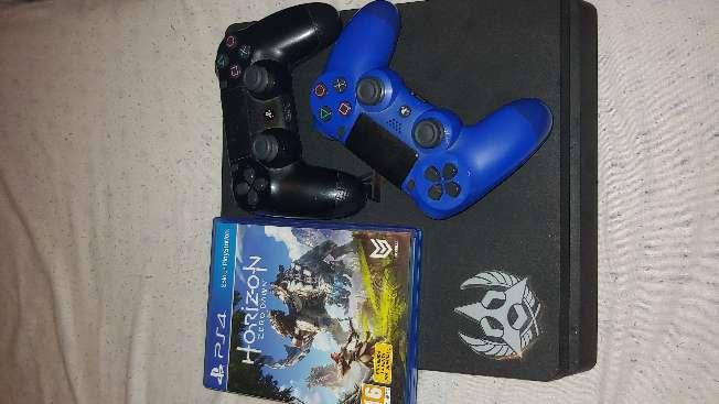 Imagen Ps4 Slim 1TB 2 Mandos Azul y Negro + juego horizon