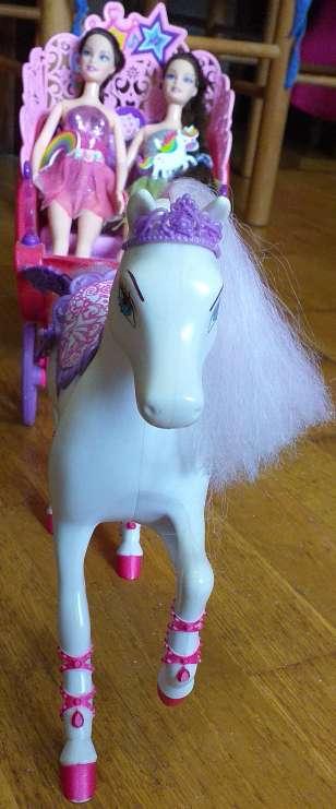 Imagen producto Carruaje de barbie más 2muñecas 2