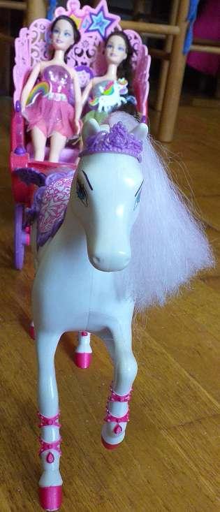 Imagen producto Carruaje de barbie más 2muñecas 3