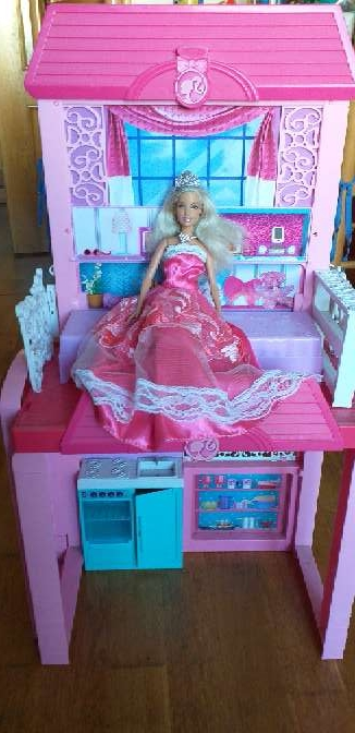 Imagen casa de barbie más muñeca