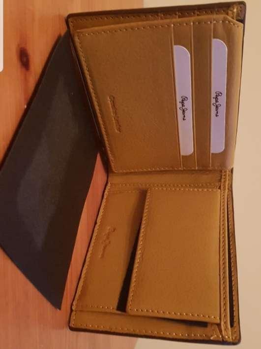 Imagen producto Cartera de piel Pepe Jeans marrón 3