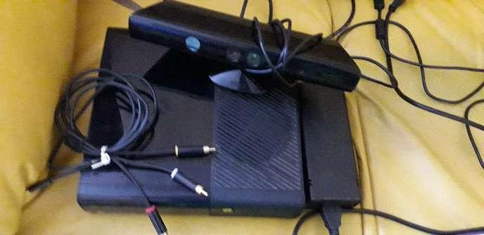 Imagen producto Vendo xbox360 con kinect todos los cables juego minecraft xbox de buen estado 2