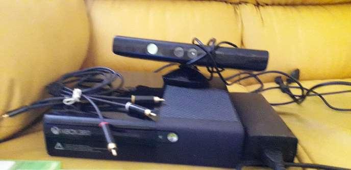 Imagen vendo xbox360 con kinect todos los cables juego minecraft xbox de buen estado