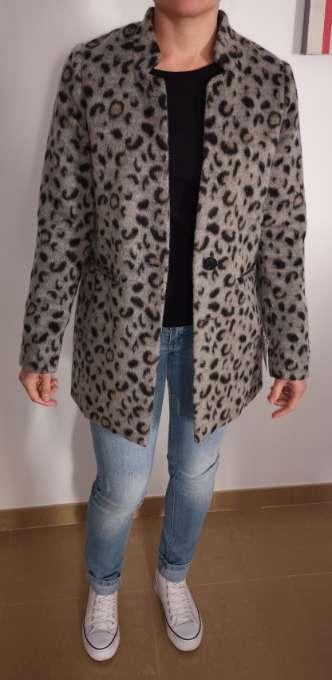 Imagen Abrigo a estrenar talla 34 con 6 % lana