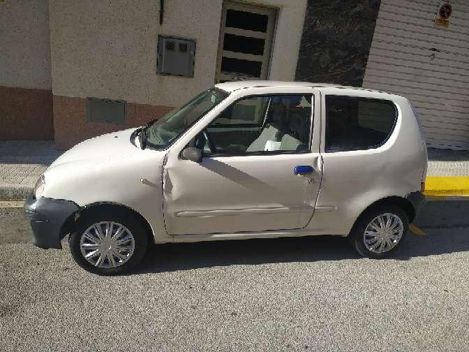 Imagen Fiat seicento van año 2009 gasolina 1.1 full equipo con pegatina medio ambiental para Barcelona 216.000 kilómetros levanta temperatura llamar al 632731348 se puede ver todos los días