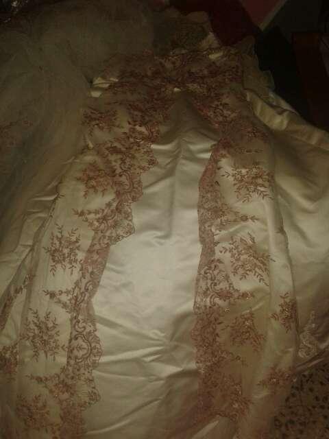 Imagen producto Traje de novia con bordado rojo 2