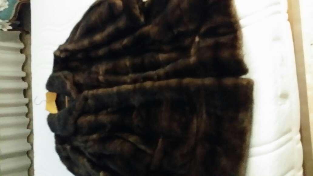 Imagen producto Venta abrigo seminuevo 5