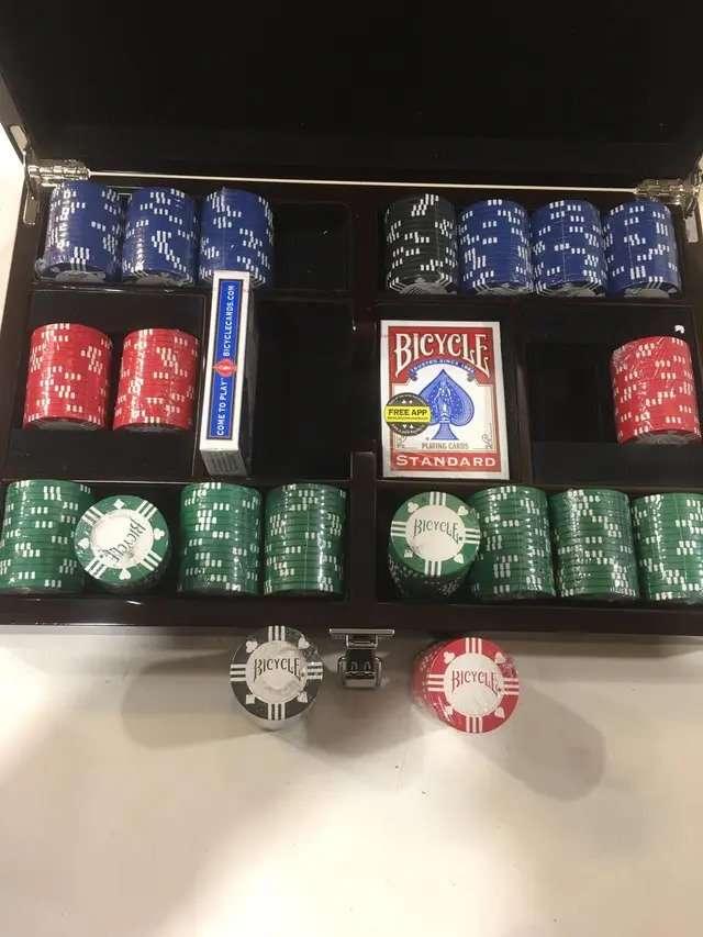 Imagen producto Fournier Bicycle Master Set Conjunto de Poker 4