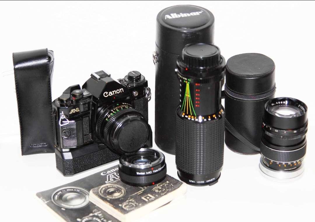Imagen Equipo completo cámara Canon A1 , objetivos y accesorios.