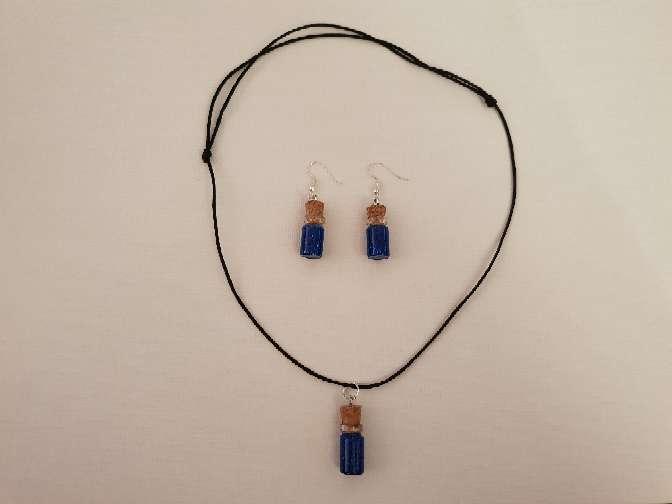 Imagen vendo  conjunto de collar y pendiente