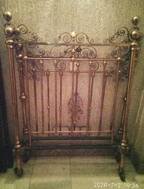 Imagen Cama de antigua de latón y hierro forjado