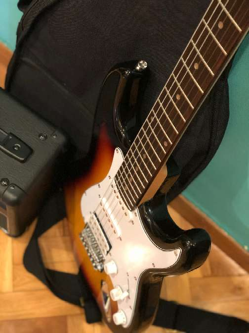 Imagen producto Guitarra eléctrica nueva 2
