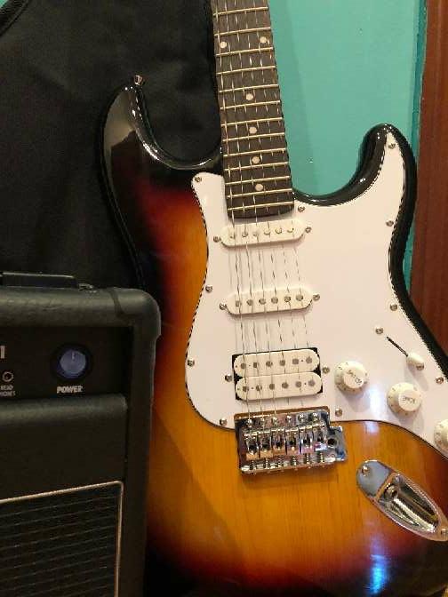 Imagen producto Guitarra eléctrica nueva 5