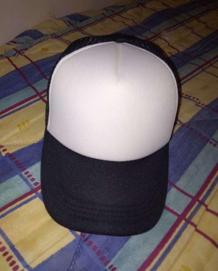 Imagen Gorra en blanca y negra