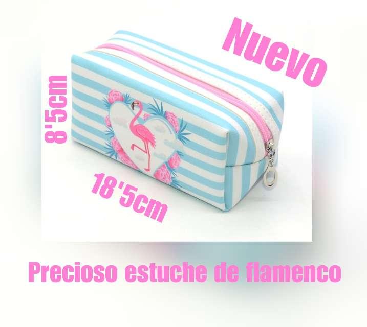 Imagen Neceser de flamencos y florecitas.